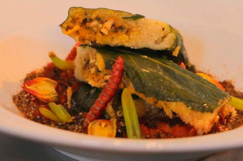 receta de tamal de escamoles con salsa martajada